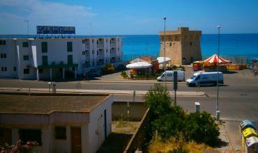COD. 01 – Gallipoli – Lido San Giovanni – Trilocale climatizzato 2° Piano Con Ampio Terrazzo Fronte Mare